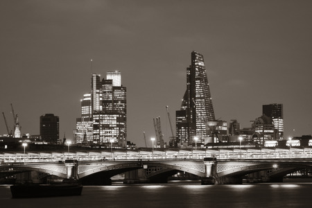 blackfriars bridge: Blackfriars Bridge and London skyline at night.