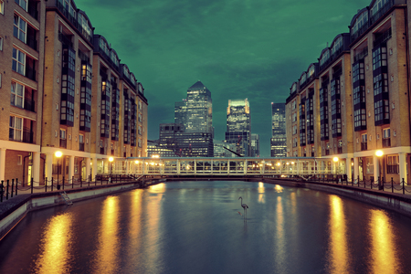 canary wharf: Canary Wharf business district in London at night over Thames River.