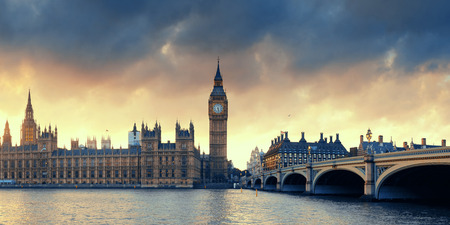 House of Parliament zonsondergangpanorama in Westminster in Londen. Stockfoto