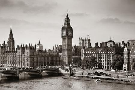 London Westminster mit Big Ben und Brücke.