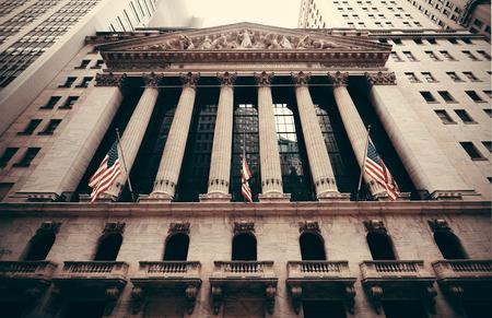 bolsa de valores: CIUDAD DE NUEVA YORK - 05 de septiembre: Nueva York Stock Exchange primer el 5 de septiembre de 2014 en Manhattan, Nueva York. Es el más grande del mundo bolsa de valores por capitalización de mercado de las empresas cotizadas. Editorial