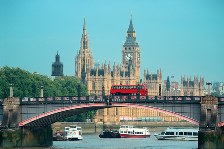 big: Big Ben, la Casa del Parlamento y el puente de Lambeth con el autobús rojo de Londres.
