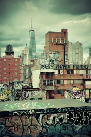 scrawl: Graffiti y edificios urbanos en el centro de Manhattan. Editorial