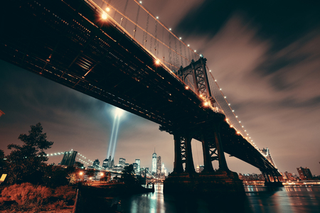 New York City downtown and september 11 tribute at night with Manhattan Bridge Banco de Imagens