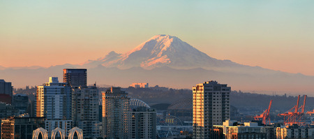 MOUNT RAINIER: Mount Rainier and Seattle city architecture panorama