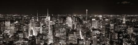 ニューヨーク市ミッドタウン スカイライン パノラマ高層ビルと、夜の都市景観。 写真素材