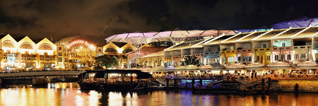 SINGAPORE - APR 5: Clarke Quay at night with street view and restaurant on April 5, 2013 in Singapore. As a historical riverside quay, it is now the hub of Singaporean nightclubs. Redakční