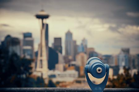 Opinión de la ciudad de Seattle del parque de Kerry con la arquitectura urbana y el telescopio. Foto de archivo