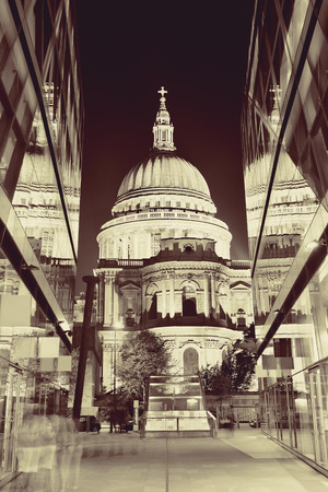 st pauls: St Pauls Cathedral and reflections at night