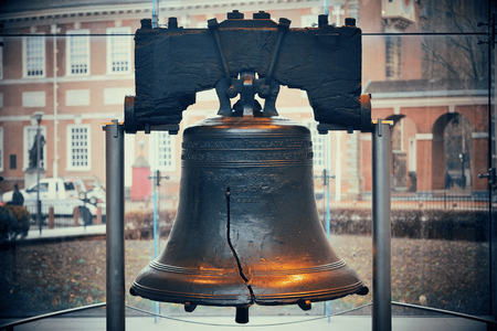Liberty Bell and Independence Hall in Philadelphia Фото со стока - 55341651