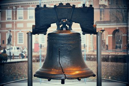 Liberty Bell e l'Independence Hall di Philadelphia Archivio Fotografico - 55341651