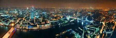 ロンドン、空中パノラマ都市のアーキテクチャ、タワー ブリッジの夜。