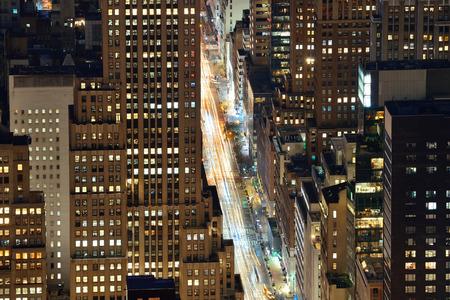 Ciudad de Nueva York Quinta Avenida vista de la azotea en la noche