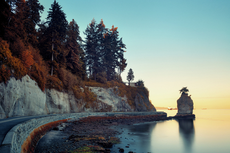 stanley: Siwash Rock in Stanley Park at sunrise in Vancouver