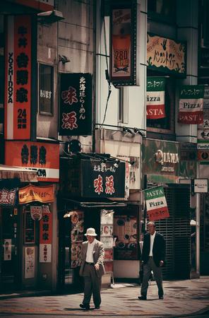 2013 年 5 月 13 日に都内の東京, 日本 - 5 月 13 日: ストリート ビュー。東京は日本と世界で最も人口の多い首都圏の首都 報道画像