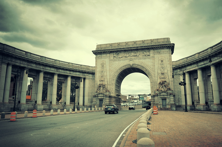 manhattan bridge: Arch entrance to Manhattan Bridge in New York City