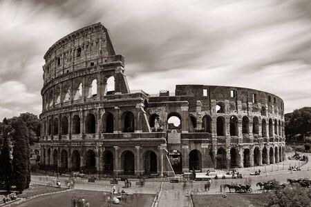 콜로세움 긴 노출, 세계 알려진 랜드 마크와 로마, 이탈리아의 상징. 스톡 콘텐츠