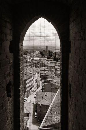 Windown uitzicht vanaf City Hall Bell Tower in het oude middeleeuwse stad Siena in Italië
