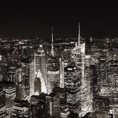 高層ビルや、夜の都市景観でニューヨーク市のミッドタウン スカイライン。 写真素材 - 76853534