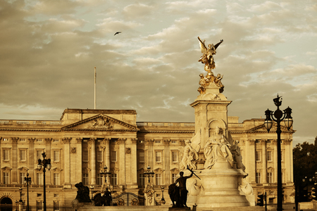 blackwhite: Buckingham Palace and statue in the morning in London.