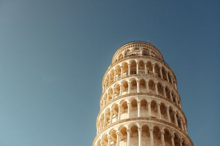 tilting: Leaning tower in Pisa, Italy as the worldwide known landmark.