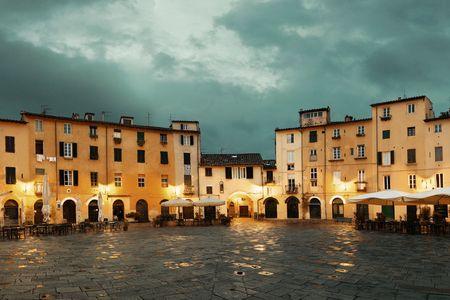 amphitheatre: Piazza dell Anfiteatro in Lucca Italy night view Stock Photo