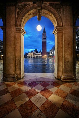 피아 자 산 마르코 베니스, 이탈리아에서에서 복도 야경. 스톡 콘텐츠