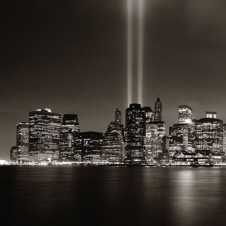 New York City downtown and september 11 tribute at night in bw Banque d'images