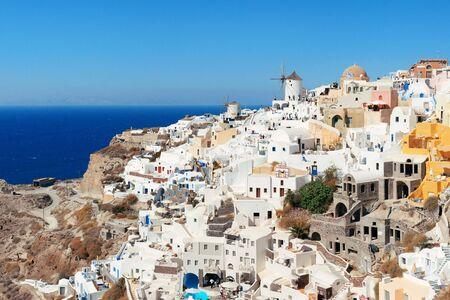 サントリーニ島ギリシャの建物スカイライン。