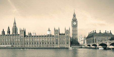 Big Ben and House of Parliament in London in black and white. Imagens