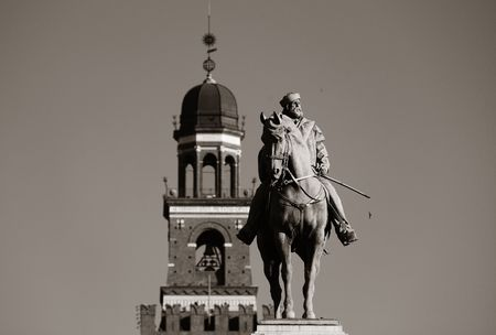 Giuseppe Garibaldi Monument and the bell tower of Sforza Castle in Milan, Italy. Redakční