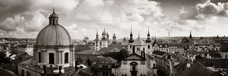 Prague skyline rooftop view with church and dome in Czech Republic panorama. 免版税图像