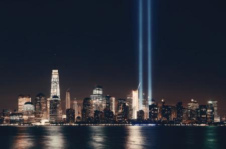 ニューヨーク市のダウンタウン都市建築、夜と9月11日のトリビュートライト