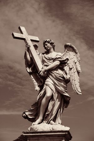 Angel statue from Castel Sant Angelo in Rome, Italy. Imagens - 112668753