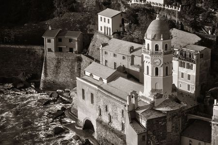 Landmark church bell tower and buildings in Vernazza, one of the five villages in Cinque Terre, Italy. 스톡 콘텐츠 - 127361113