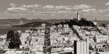 street on hill in San Francisco panorama view from top of Lombard Street 스톡 콘텐츠