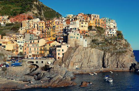 Manarola overlook Mediterranean Sea with buildings over cliff in Cinque Terre, Italy. Stok Fotoğraf