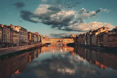 Ponte Vecchio over Arno River in Florence Italy at sunrise Stok Fotoğraf