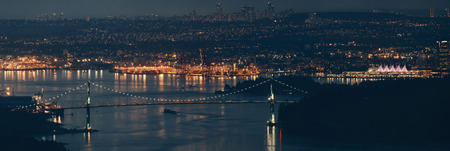 Vancouver city mountain top night view with buildings and bridge. 版權商用圖片