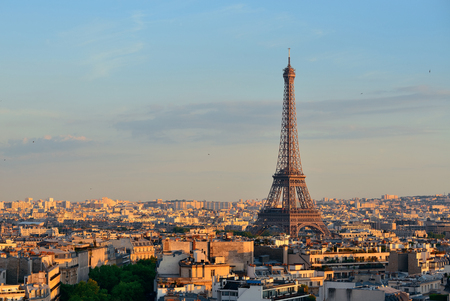 Paris rooftop view skyline and Eiffel Tower in France. 스톡 콘텐츠