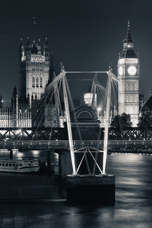 Westminster Palace and bridge over Thames River in London at night 스톡 콘텐츠 - 127377069