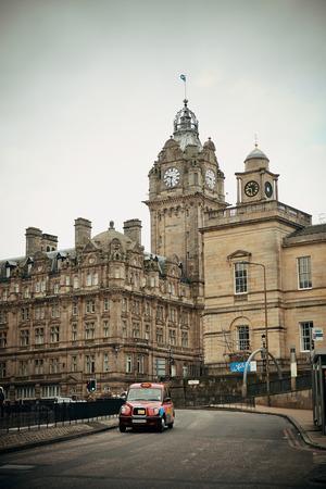 Edinburgh city street view in United Kingdom. 스톡 콘텐츠 - 127377070
