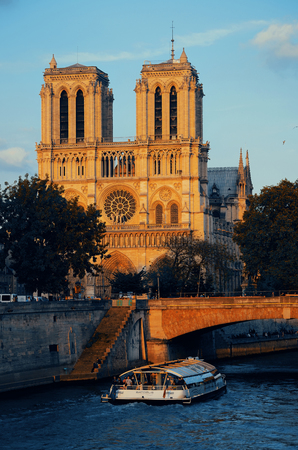PARIS, FRANCE - MAY 13: Notre Dame de Paris cathedral with River Seine at sunset on May 13, 2015 in Paris. With the population of 2M, Paris is the capital and most-populous city of France 스톡 콘텐츠 - 127377075