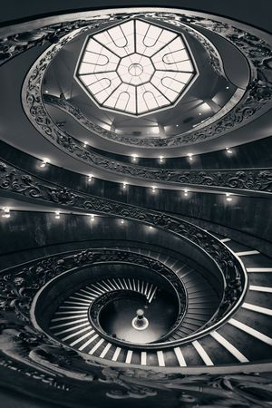 Spiral staircase in Vatican Museum wide angle view. 에디토리얼