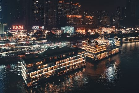 CHONGQING, CHINA – MARCH 13: Nanbing Road with boat restaurant at night on March 13, 2018 in Chongqing. With 17M population, it is the most populous Chinese municipality. 에디토리얼