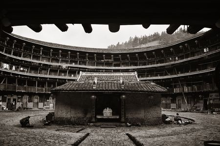 FUJIAN, CHINA – MARCH 2, 2018: A wide angle view of Tulou courtyard. Tulou is the unique traditional rural dwelling of Hakka. 스톡 콘텐츠 - 127377106