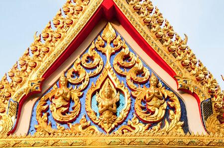 pattani thailand: detalle del techo del templo profusamente decorados en Pattani, Tailandia.