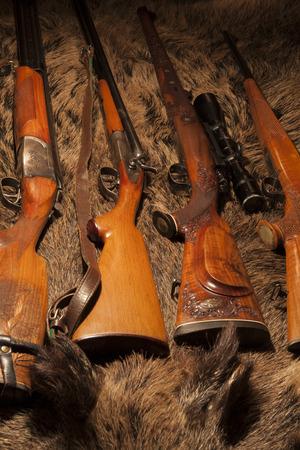 grecas: arma de la caza en la piel de jabalí
