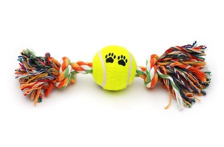 Kleurrijk speelgoed voor honden met een tennisbal Stockfoto