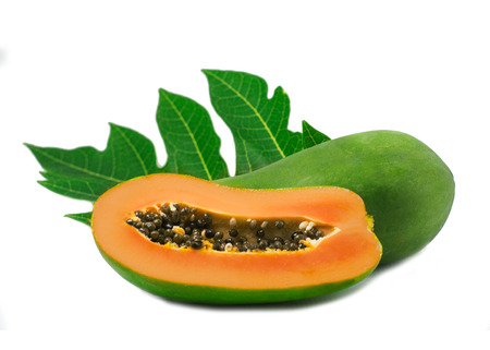 whole and half ripe papaya with green leaf isolated on white background 免版税图像